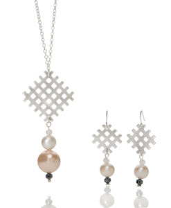 Grid Pendant and Pearl on Chain Necklace